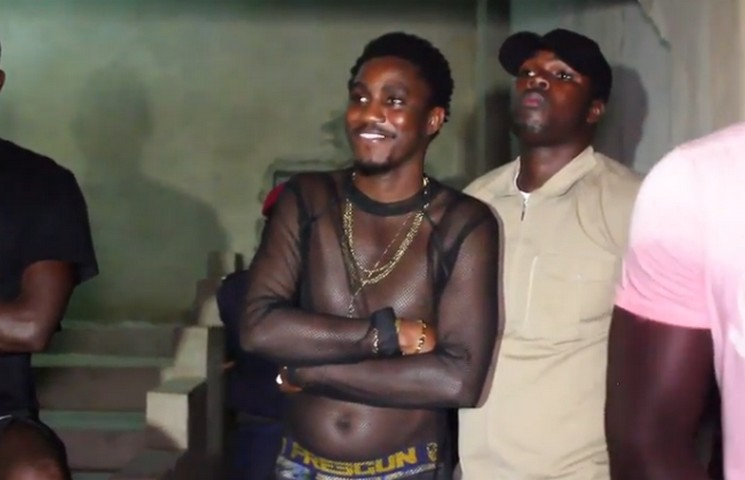 wally seck tenue osée