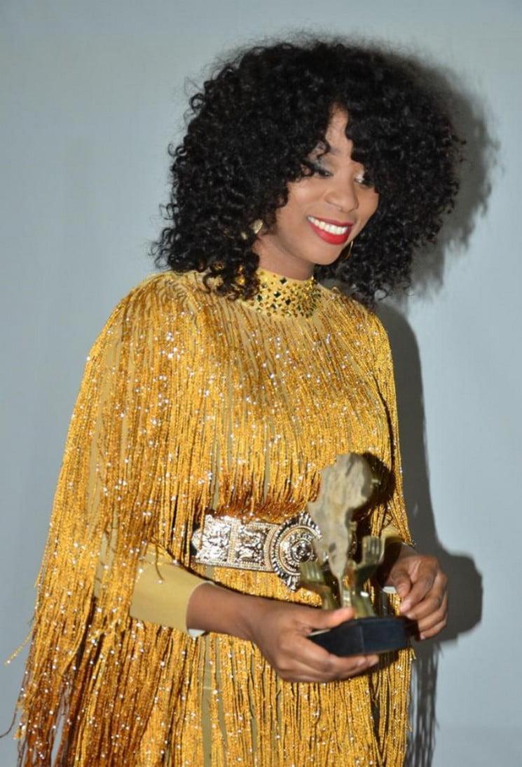 Cérémonie d'influence Magasine : Adiouza reçoit un Prix Humanitaire !