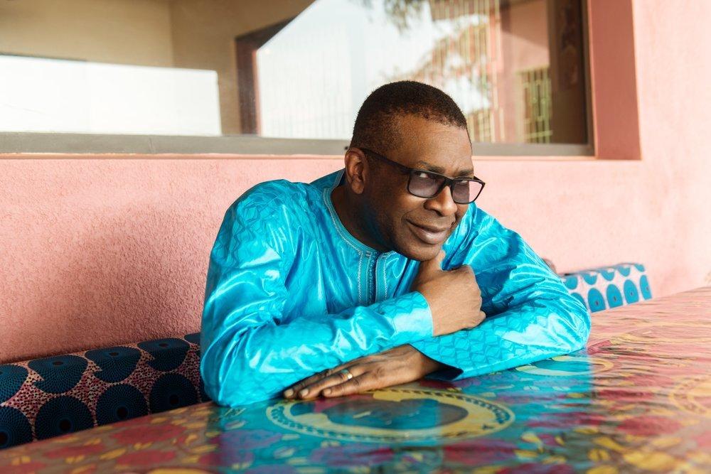 Youssou Ndour fait un don de 10 millions de FCFA à Tivaouane.